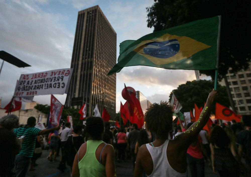 Lo sciopero dei lavoratori brasiliani del 29 aprile, la più grande manifestazione del paese degli ultimi dieci anni. Foto: Getty Images