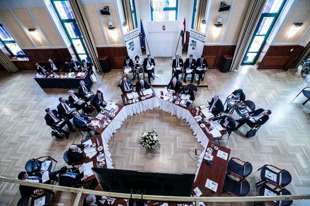 La riunione del Gruppo Visengrad nel 2014. Foto:  Ministero of Foreign Affairs of Poland Licenza:  CC 2.0
