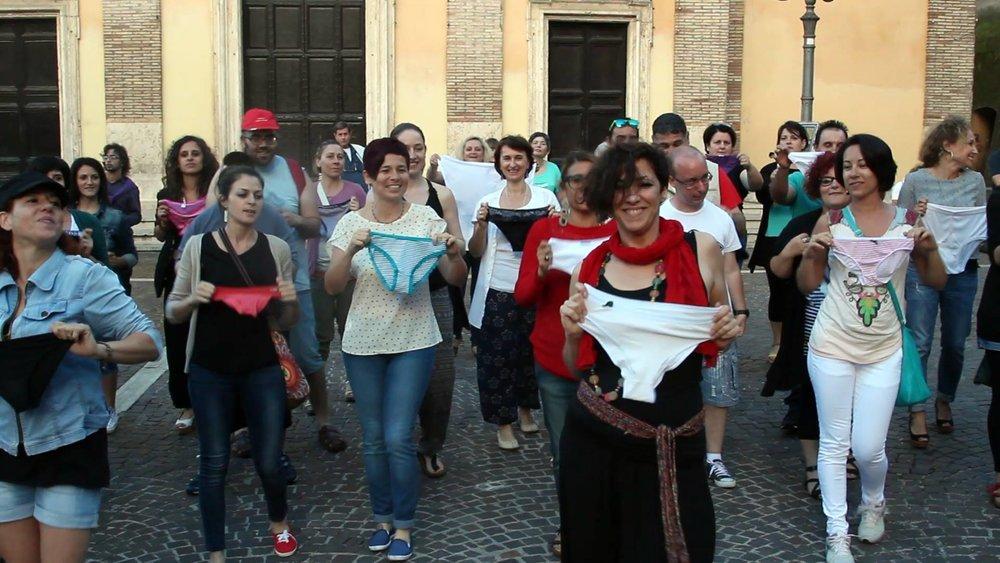 """Parlare di austerity e dei suoi effetti in Italia, questo è """"Piigs, ovvero lassù a qualcuno siamo indifferenti: chi sono i veri maiali?"""" recensito questa settima su CO Cultura."""