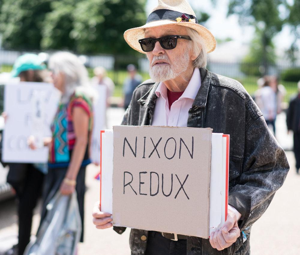 """Le proteste di fronte al Congresso contro il licenziamento di Comey: per molti statunitensi si tratterebbe di un """"abuso di potere"""" pari a quello di Nixon nel caso Watergate. Foto: Victoria Pickering Licenza:  CC 2.0"""
