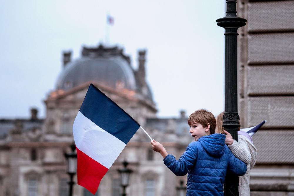 La Foto delle Settimana : scene dalla festa a Parigi davanti al Louvre per la vittoria di Emmanuel Macron, eletto il 7 maggio quale 25* Presidente della Repubblica francese.Foto: Lorie Shaull Licenza: CC 2.0