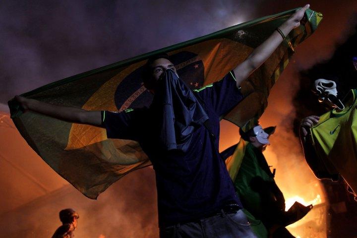 Dimostranti davanti al Congresso Nazionale brasiliano nella notte di mercoledì 24 maggio 2017.Foto:Jordi Bernabeu FarrúsLicenza: CC 2.0