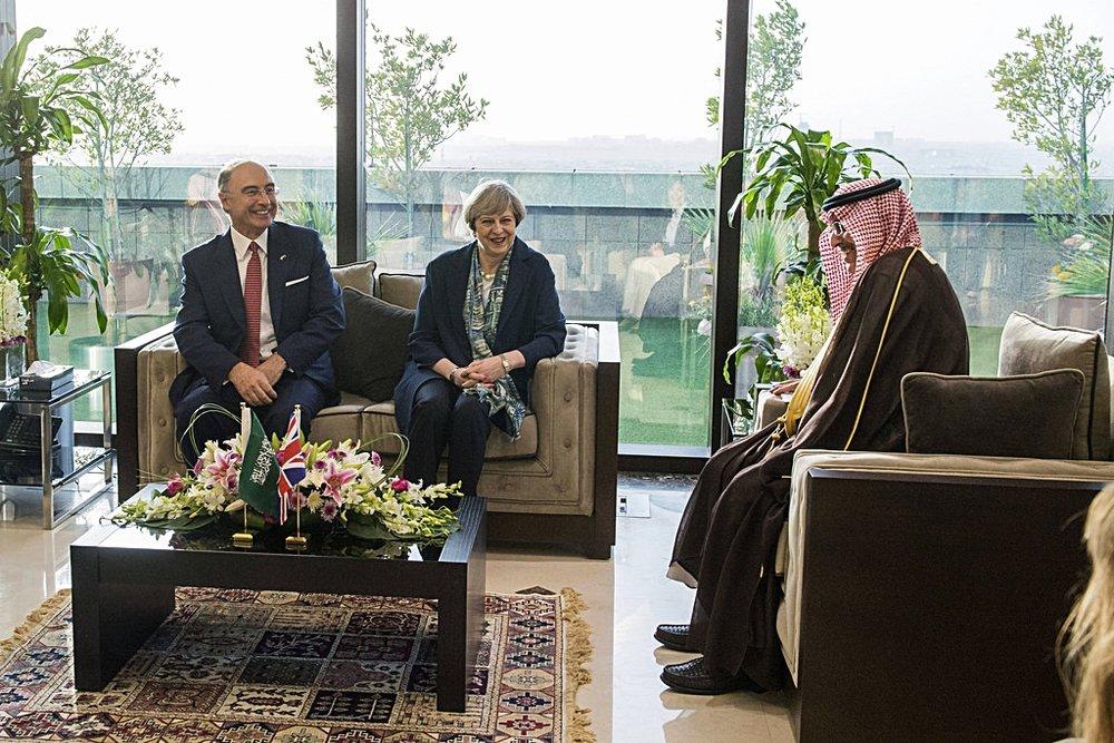 La visita di Theresa May alla borsa saudita. Il rapporto del Primo Ministro con la monarchia wahhabita sono al centro delle polemiche sulla sicurezza in Regno Unito. Foto: Number 10 Licenza:  CC 2.0