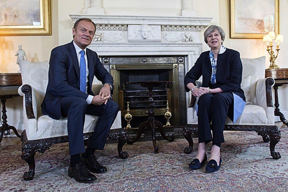 Theresa May durante l'incontro con Donald Tusk, Presidente del Consiglio Europeo. Foto: Number 10 Licenza:  CC 2.0