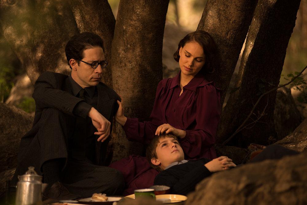 "Gilad Kahana, Amir Teller e Natalie Portman in una scena di ""Sognare è Vivere"". Foto: Focus World"