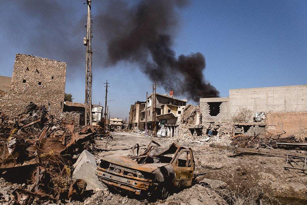 La parte occidentale di Mosul, Iraq del nord, distrutta dal conflitto fra le forze irachene e i miliziani dello Stato Islamico. La caduta di Mosul, prevista prima dell'autunno, darebbe il là alla possibile indipendenza del Kurdistan. Foto: Quentin BrunoLicenza: CC 2.0