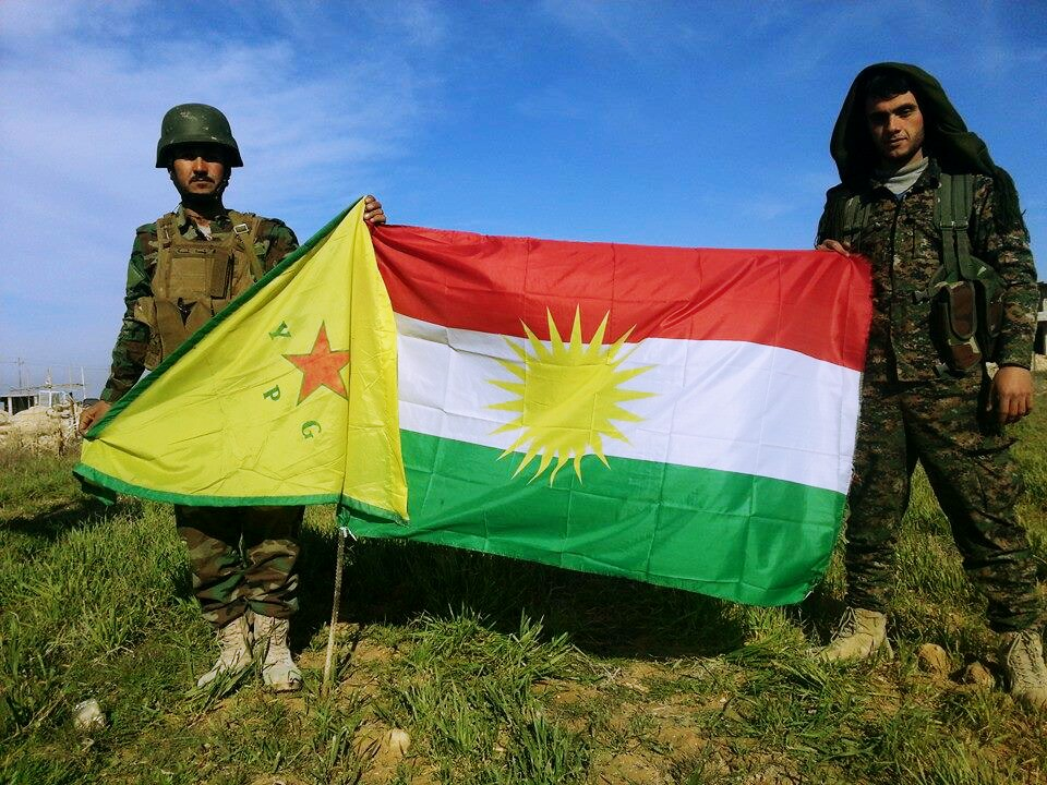 Peshmerga curdi e milizie curdo-siriane dell'YPG in Sinjar, la possibile, ma difficile, alleanza che preoccupa il governo turco. Foto: Kurdishstruggle Licenza:  CC 2.0