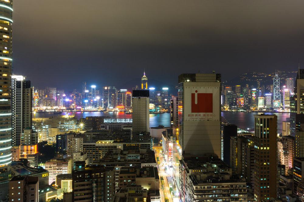 """Il centro di Hong Kong. L'ex-colonia britannica """"festeggia"""" i 20 anni di amministrazione cinese con una serie di proteste contro la politica del Partito Comunista cinese. Foto:barnyzLicenza: CC 2.0"""