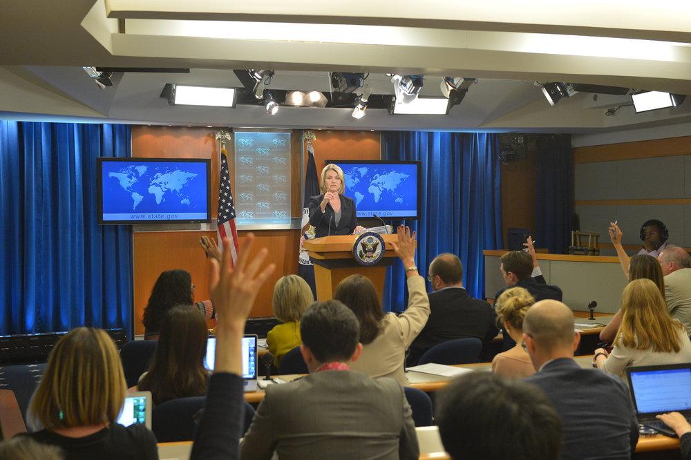Il portavoce del Dipartimento di Stato Heather Nauert durante la conferenza relativa all'Indipendenza del Kurdistan iracheno. Foto:U.S. Department of StateLicenza: US Gov Work