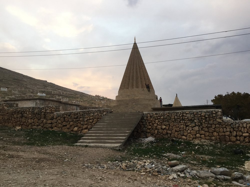 Un tempio yezida nel Sinjar iracheno, una regione da cui è partita una delle principali sfide per il governo di Erbil alla vigilia del referendum sull'indipendenza.: Foto: Seth Frantzman Licenza:  CC 2.0