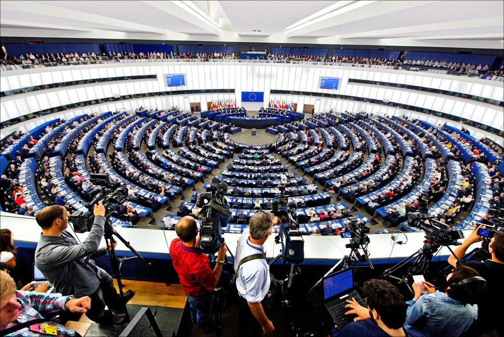 Il Parlamento Europeo riunito. Gli ultimi mesi del 2017 si presentano pieni di sfide per l'Unione Europea, soprattutto sul fronte migranti e contro il populismo. Foto: European Parliament Licenza:  CC 2.0