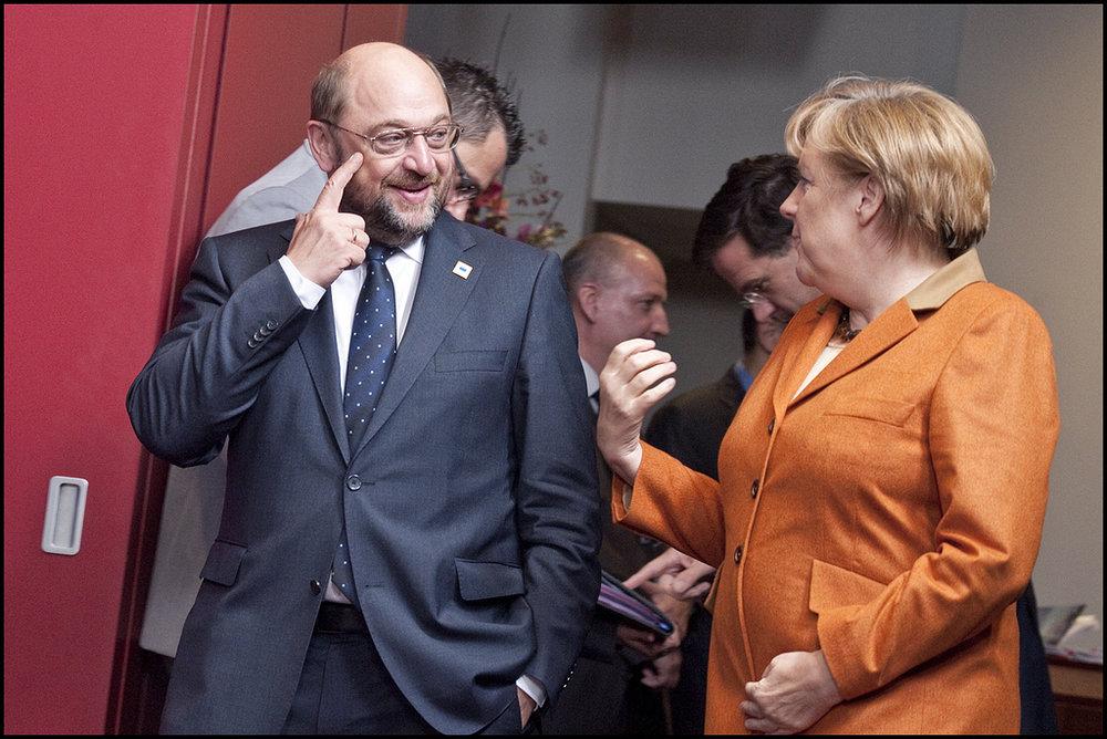 La Cancelliera Angela Merkel, l'unica favorita per la cancelleria tedesca a colloquio con il suo rivale, il socialdemocratico Martin Schulz. Foto:European ParliamentLicenza:CC 2.0