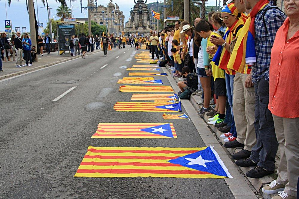 Barcellona, bandiere catalane in mostra per il precedente referendum per l'Indipendenza dela Catalogna, il 2013. Foto: Núria Licenza: CC 2.0