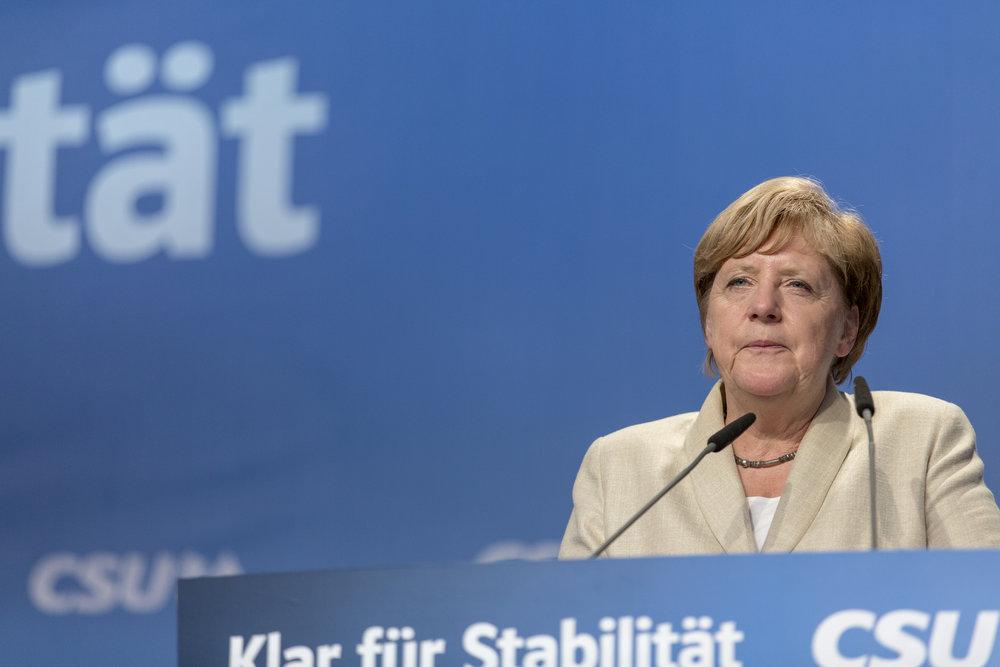 Foto della settimana:  Angela Merkel, riconfermata Cancelliera per la quarta volta, ma è un risultato amaro condito dall'affermazione della destra estrema. Foto: Markus Spiske Licenza  CC 2.0