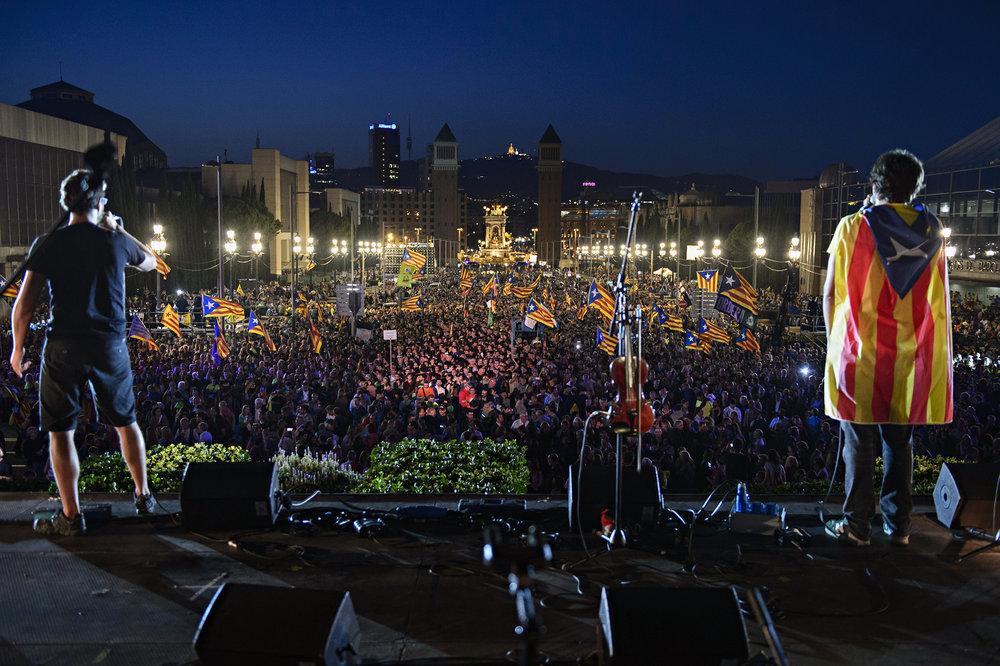 """Il comizio finale della campagna per il """"sì"""" all'indipendenza catalana. Foto:Assemblea.catLicenza: CC 2.0"""