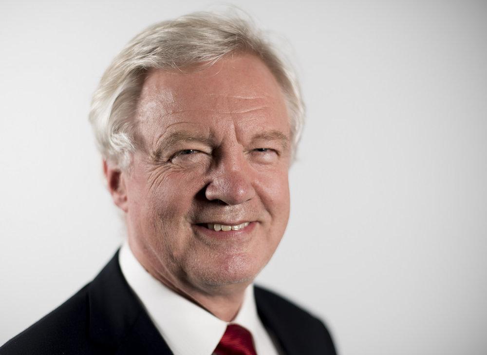 """Il capo-negoziatore britannico Davis Davis. """"I dialoghi si stanno muovendo nella giusta direzione e passi avanti sono stati fatti per raggiungere un accordo fra la Gran Bretagna e l'Unione Europea"""". Foto: Number 10 Licenza:  CC 2.0"""