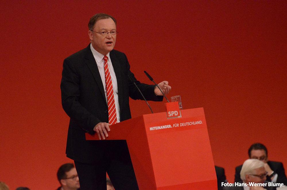 Stephan Weil, leader della SPD della Niedersachsen e recente vincitore delle elezioni regionali nel Land tedesco. Per la SPD il primo risultato positivo dell'anno, tre settimane dopo la cocente sconfitta a livello nazionale. Foto: SPD in Niedersachsen Licenza:  CC 2.0