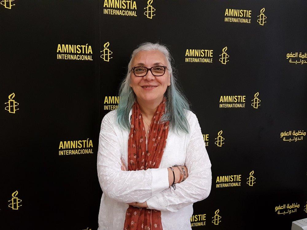 """Idil Eser, presidente di Amnesty turca, ora sotto processo in Turchia per """"favoreggiamento al terrorismo"""". Foto: Prachatai Licenza:  CC 2.0"""