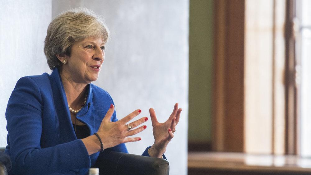 Theresa May può finalmente rifiatare, grazie all'intervento dell'Europa, le trattative sulla Brexit potrebbero ripartire. Foto: Number 10 Licenza:  CC 2.0