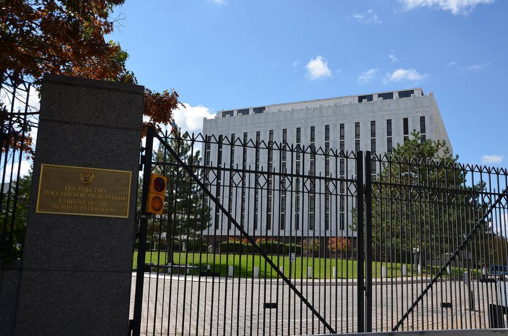 L'ambasciata russa a Washington DC, uno dei luoghi dove, secondo le indagini del Russiagate si sarebbero svolti alcuni incontri fra i membri della campagna elettorale di Donald Trump e i rappresentanti del Ministero degli Esteri russo. Foto: Adam Fagen Licenza:   CC 2.0