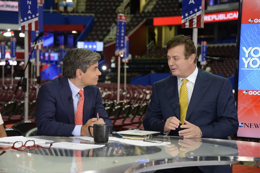 Paul Manafort, destra, nel 2016 in qualità di leader della campagna elettorale di Donald Trump. Foto: Disney | ABC Television G Licenza CC 2.0