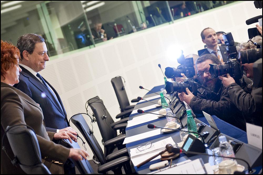 Mario Draghi, presidente della Banca Centrale Europea. Dopo anni di Quantitative Easing l'Europa sembra avviata ad uscire dalla crisi che l'ha colpita nel 2008. Foto: European Parliament Licenza:  CC 2.0
