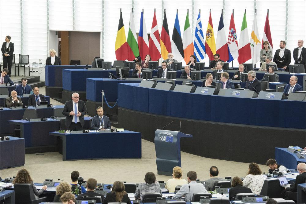 Il parlamento europeo. L'Europa si scopre più forte economicamente, ma il problema rimane sempre uno, la sua organizzazione politica.Foto: European Parliament Licenza: CC 2.0