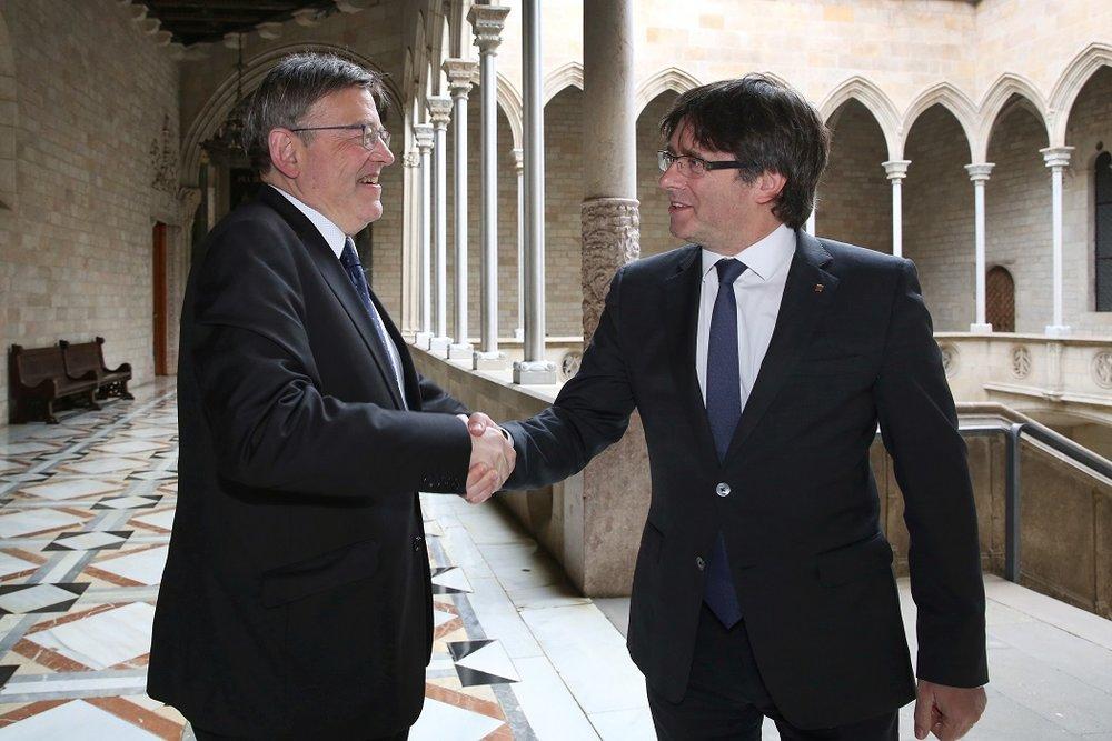 Ximo Puig, presidente della Comunità Valenciana, e Carles Puigdemont, ex-presidente della Generalitat catalana: due modi diversi di percepire la questione catalana. Fonte: Presidència Generalitat Licenza:  CC 2.0