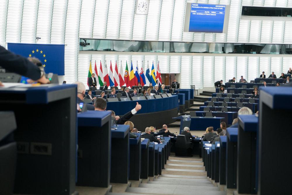 Il Parlamento Europeo, il luogo dove nei prossimi mesi andranno affrontati i temi più caldi della politica europea: la Brexit soprattuto, ma anche la crisi spagnola e le preoccupazioni per la situazione democratica in Polonia e a Malta. Foto: European Parliament  Licenza:  CC 2.0