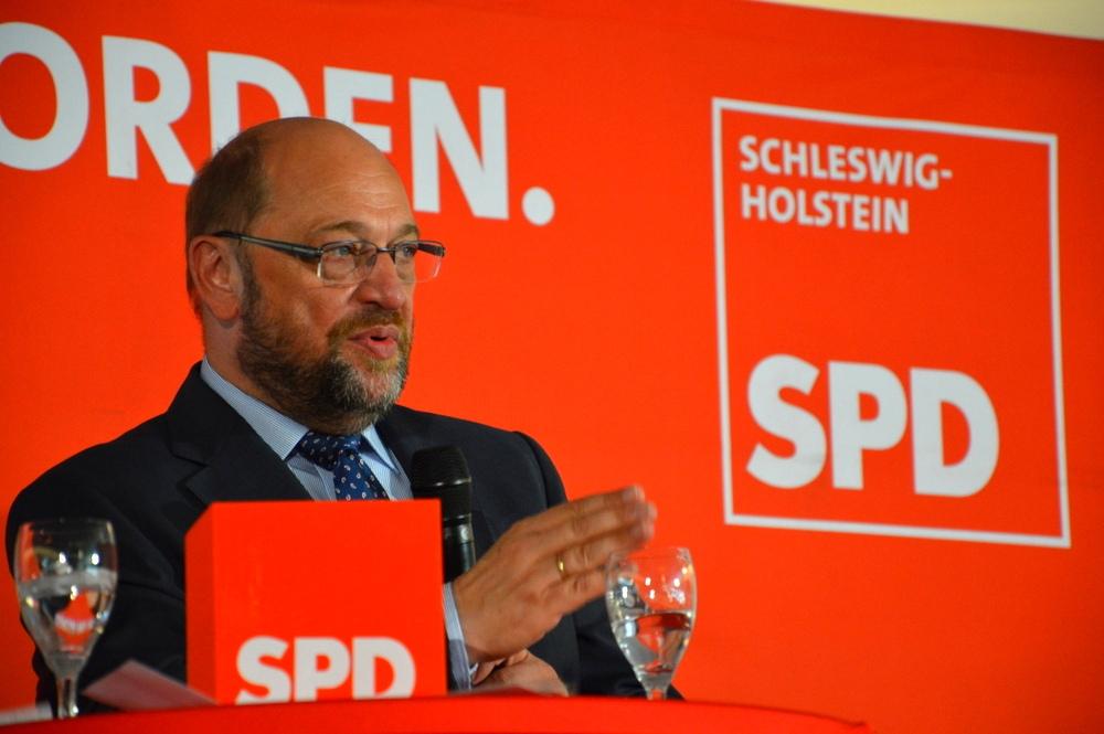 Foto della Settimana:  Martin Schulz, alta la pressione sul leader della SPD per un compromesso di governo con la CDU di Angela Merkel. Foto: SPD Schleswig-Holstein Licenza: CC 2.0