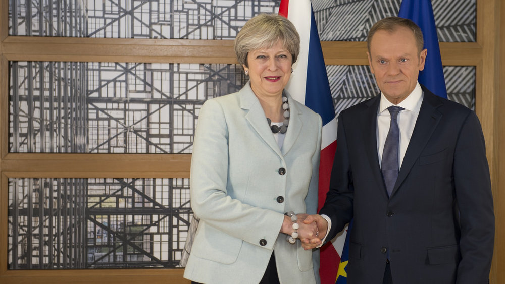 Theresa May con Donald Tusk all'annuncio dell'accordo. Foto:  Number 10  Licenza:  CC 2.0