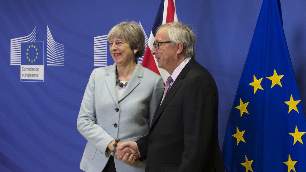 Theresa May con Jean-Claude Juncker all'annuncio dell'accordo. Foto: Number 10 Licenza:  CC 2.0