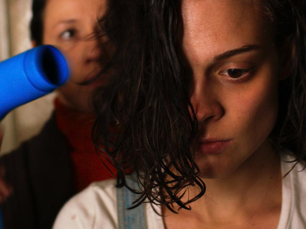 Ilana (l'esordiente Darya Zhovner), la protagonista di Tesnota di Kantemir Balagov. Foto: Example of Intonation, Lenfilm, tutti i diritti riservati.