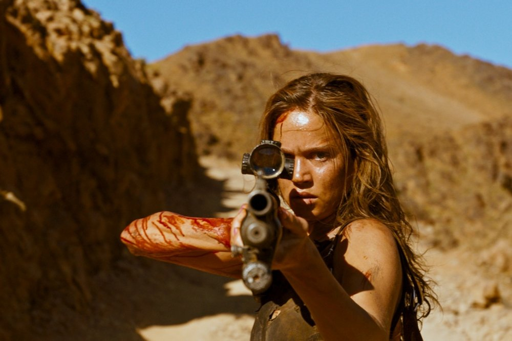 L'attrice Matilda Lutz nel film Revenge. Foto: Rezo Film/Revenge/Coralie Fargeat