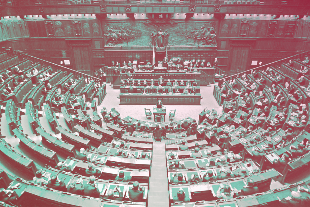 Elaborazione grafica: il Caffè e l'Opinione. Foto originale: Camera dei Deputati. Licenza: CC 2.0