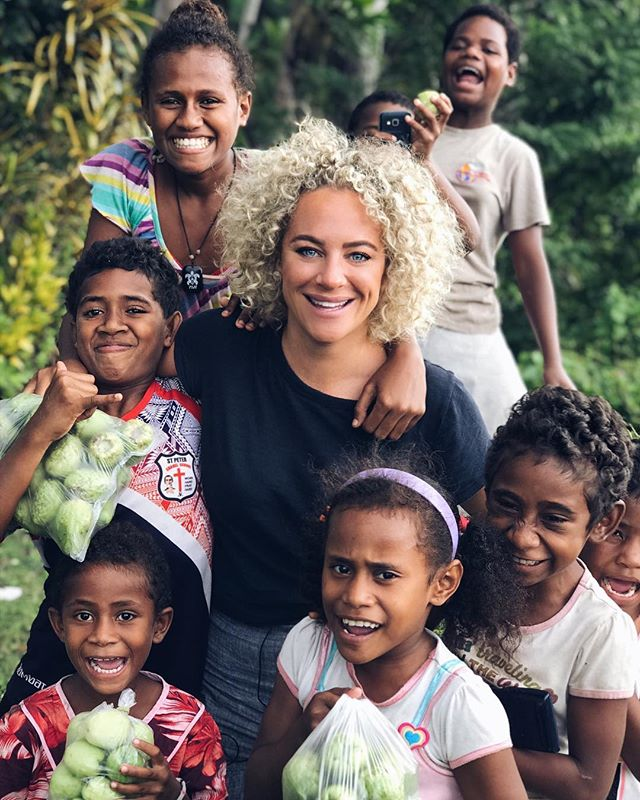 Look at these cuties! The happiest bunch on earth. I loved Fiji! Tune in to @foodieadventurestv TODAY, 4.30pm on Ten. 🌴