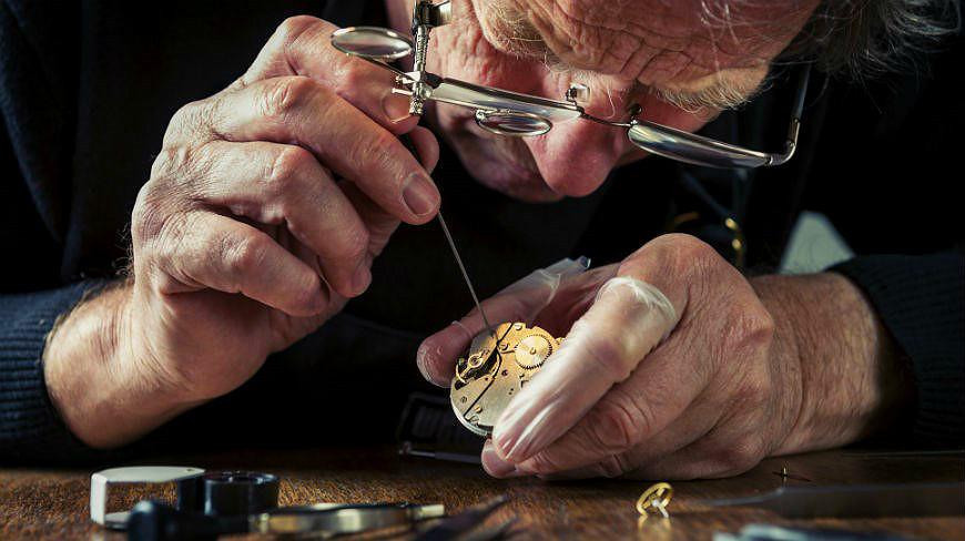 peter-speake-marin-watchmaker-close-up.jpg