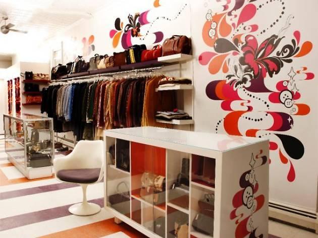 paris vintage shop.jpg