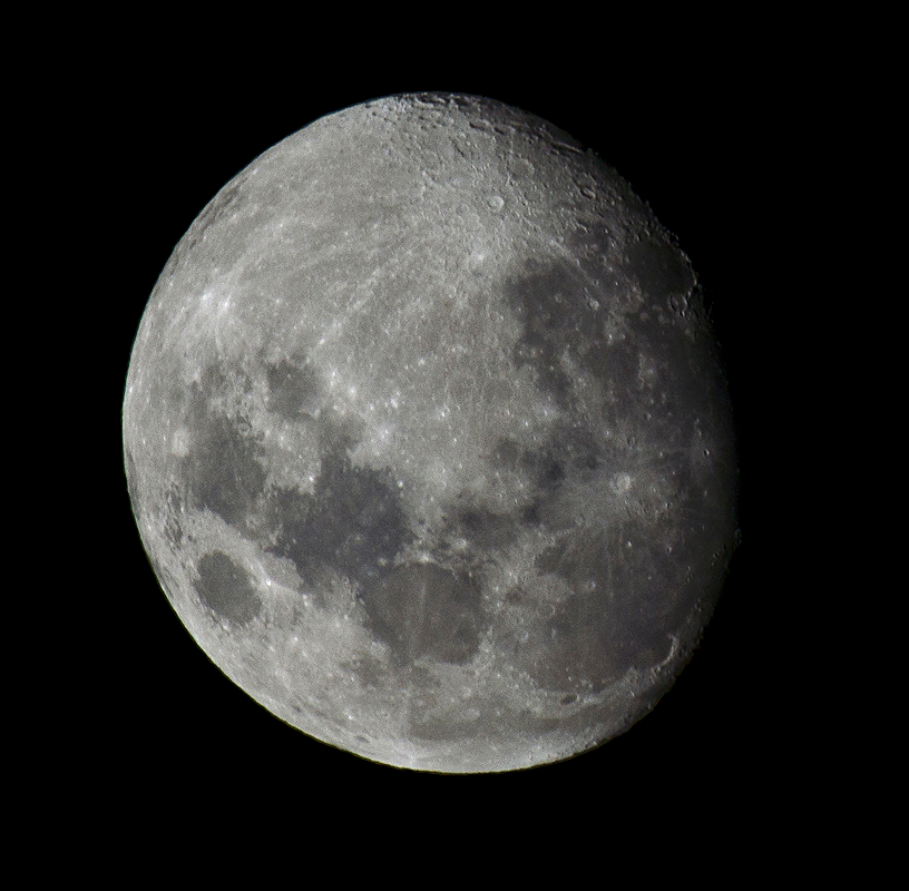 The Moon seen from the southern hemisphere, taken on the 25th of November 2012, from Montevideo, Uruguay. Image credit:  Fernando da Rosa , CC BY A-SA 3.0