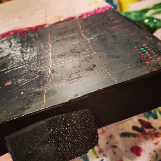 Painting sides black. Monotonous, but it means I'm getting closer to being done!