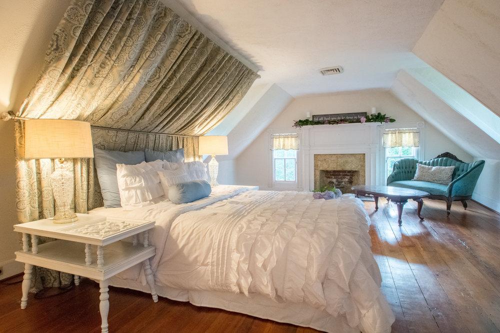 Honeymoon Room 1.jpg
