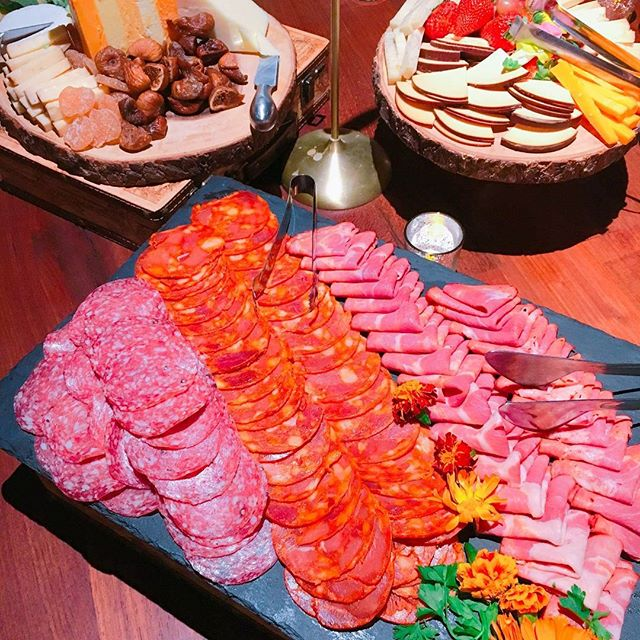 Few foods are better for events than charcuterie. Our in house caterers are able to set up these beautiful plates full of different meats, cheeses, and spreads to eat to your heart's content. . . . . . #theoverlooklounge #rooftop #bayarea #instafood #bitesized #yummy #meat