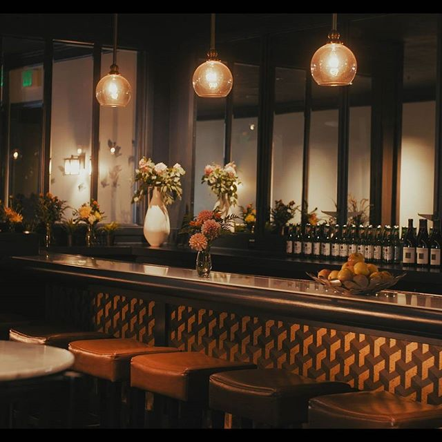 Our indoor bar with hanging light fixtures can add some real class to your next happy hour. . . . . . #theoverlooklounge #rooftop #bayarea #bar #nightlife #classy #interior #style
