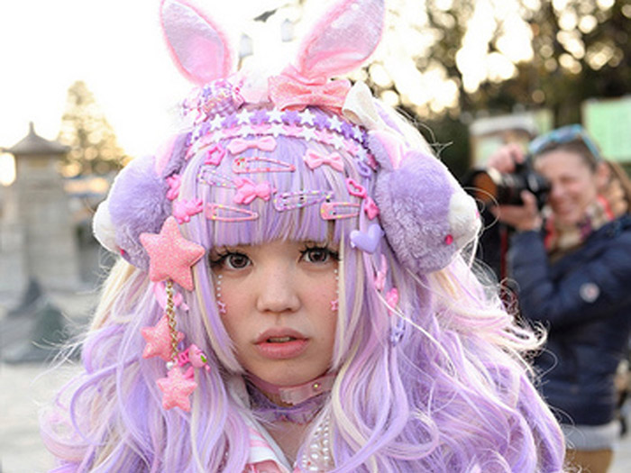 Harajuku girl =  visual simile