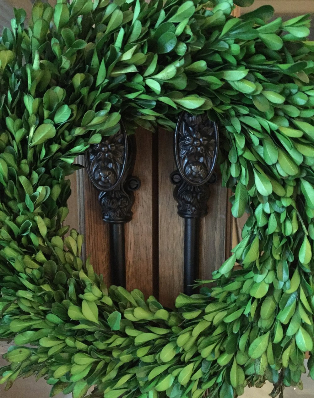 evergreen-wreath-on-double-doors.jpg