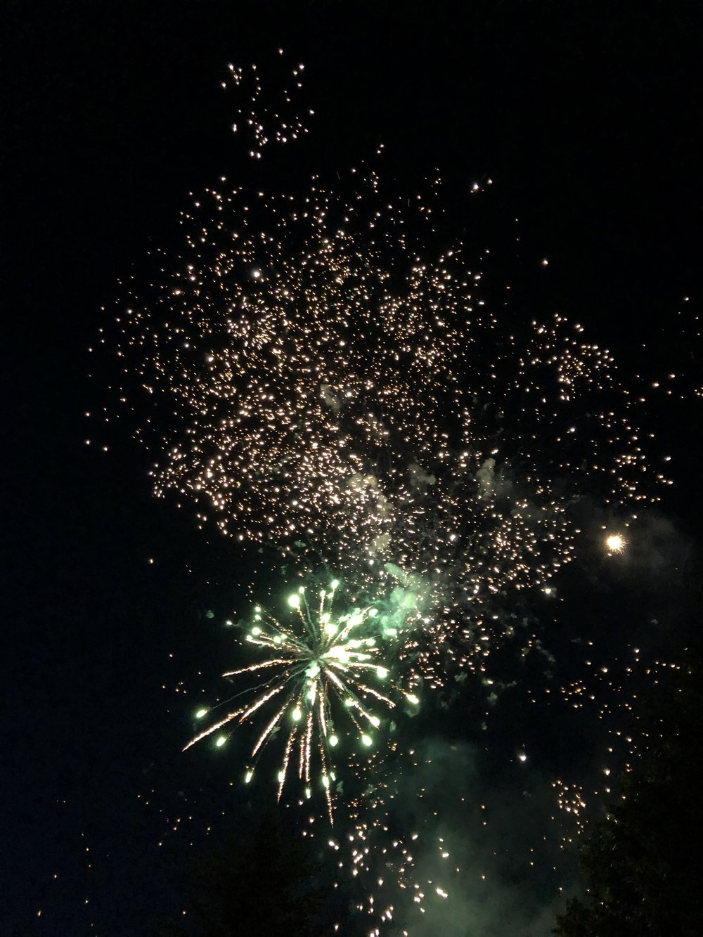 Glimsen-fireworks-green.jpg