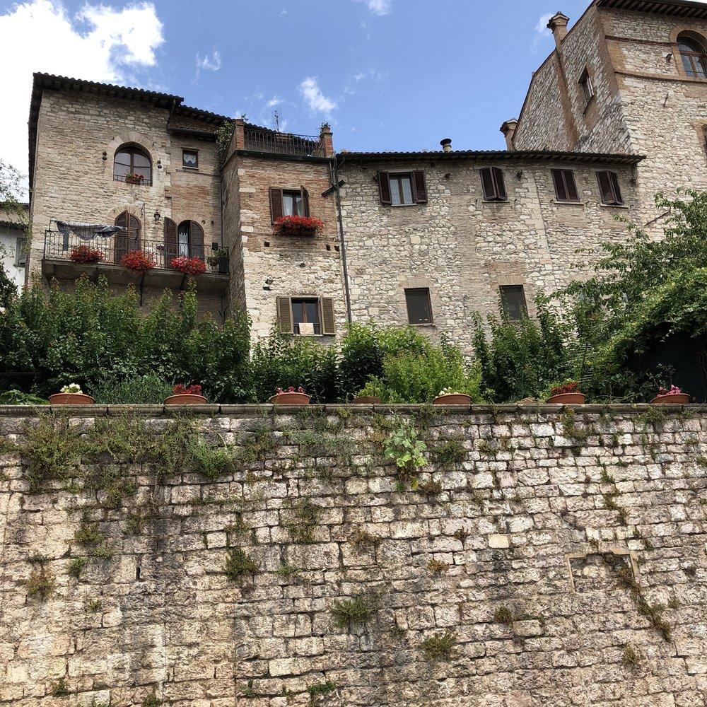 Glimsen-Gubbio-houses.jpg