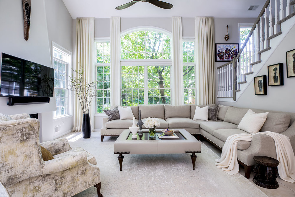 A family room designed by Claudia Giselle Design.