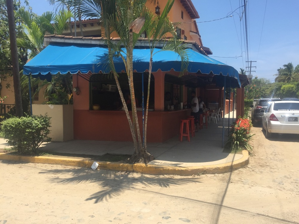 Directly across the street from my apartment lies my favorite taco place in San Pancho: Uno Mas! (I'm about 50% sure that's the name of it. There's no signs or menus to prove - or disprove! - my belief.)