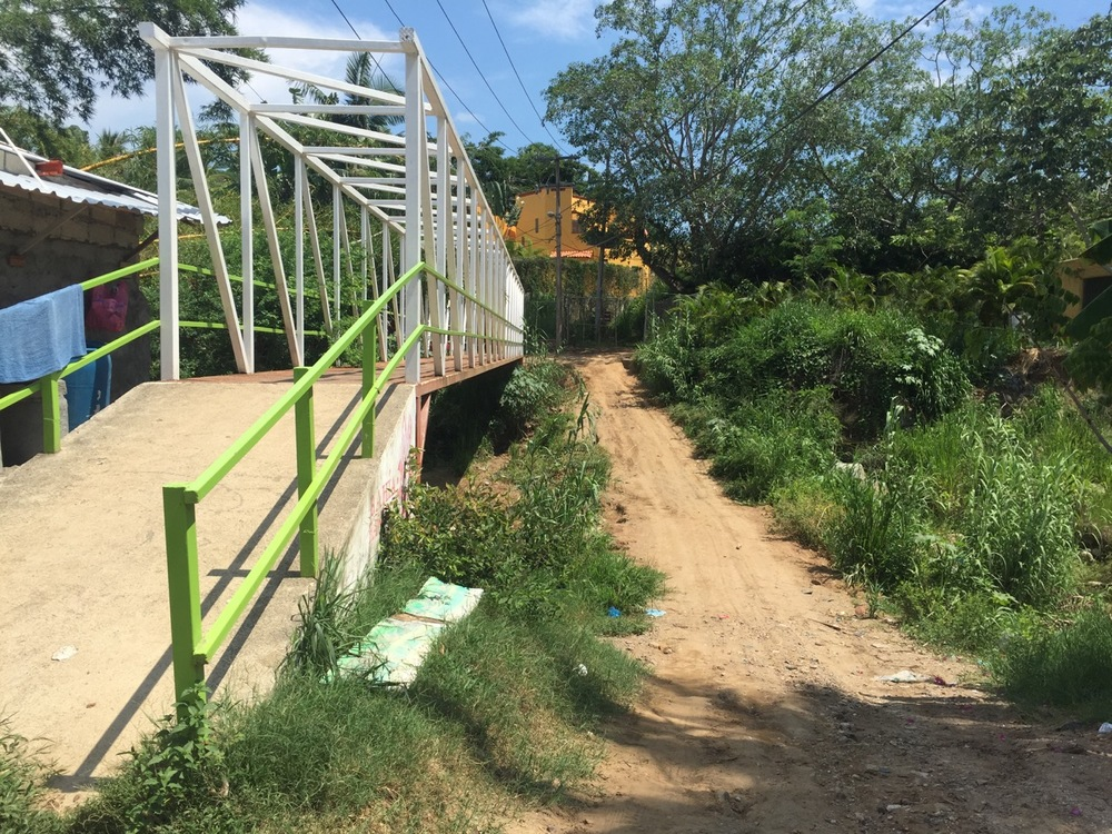 "Hmmm, the bridge or the ravine...which to take to get to July's house on the other side?  (For the geographically-minded readers, this is where the ""river"" on Google Maps meets Calle El Salvador.  In fact, I'll throw in a Google Map snapshot for you below!)"